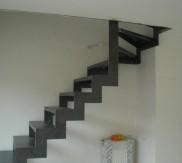 Metalen trap duplex appartement