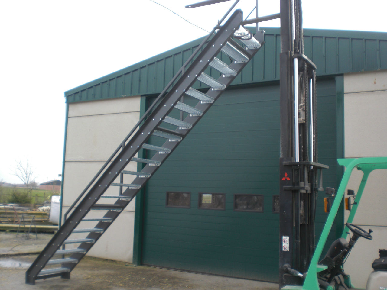 Industri le metalen trap stijn decroos for Metalen trap maken